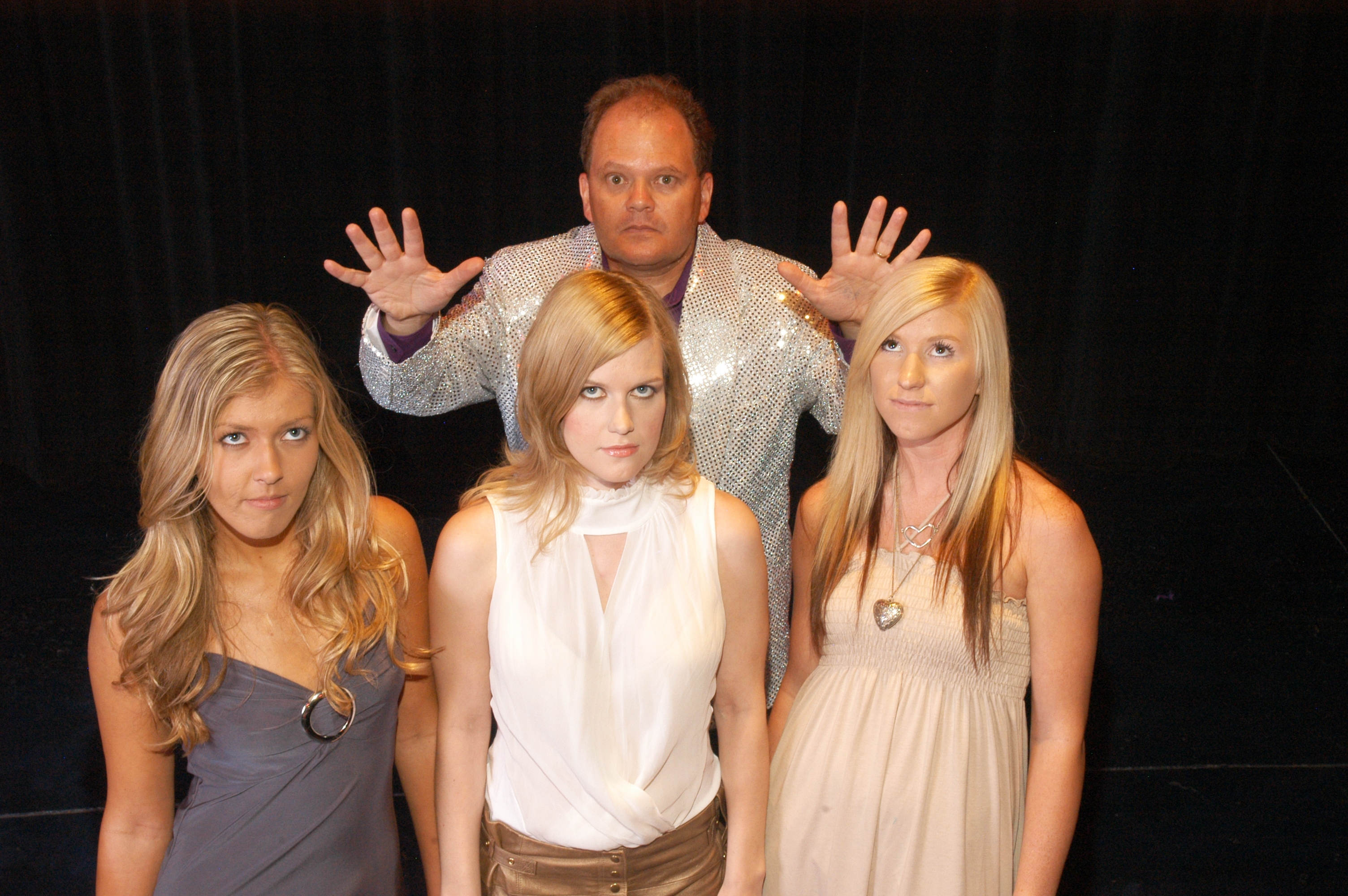 hypnosis show three hypnotized girls and hypnotist chris cady